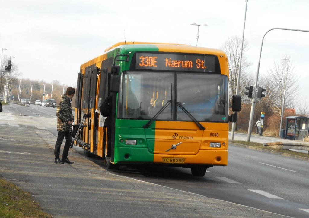 Nobina 6040 på linje 330E på Nordre Ringvej i Glostrup, 29/2-2016. Foto: ©René Thaulov Nielsen